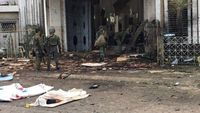 Militer Filipina melakukan pengamanan di gereja usai terjadi ledakan bom
