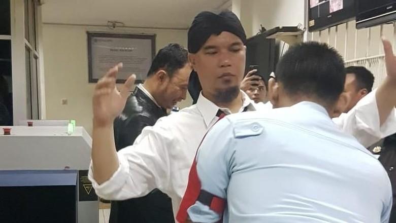Jorok! Asam Urat Ahmad Dhani Parah, Buang Air Kecil Sampai Pakai.....