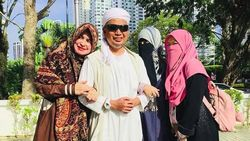 Ustaz Arifin Ilham Kembali Jalani Perawatan, 3 Istrinya Setia Mendampingi