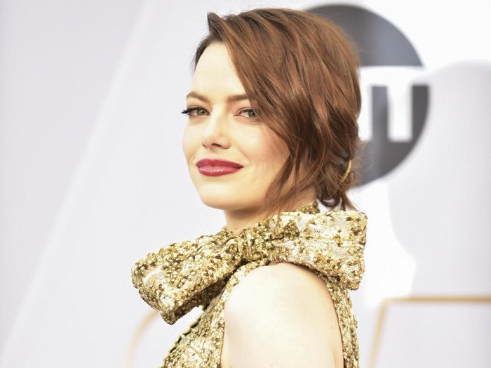 LOS ANGELES, CALIFORNIA - JANUARY 27: Emma Stone arrives at the 25th Annual Screen ActorsGuild Awards at the The Shrine Auditorium on January 27, 2019 in Los Angeles, California. (Photo by Rodin Eckenroth/Getty Images)
