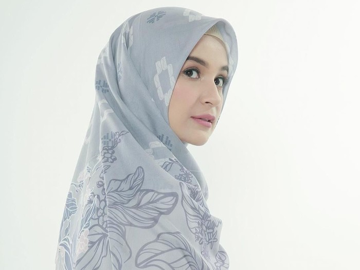 Tutorial hijab ala Shireen Sungkar. Foto: Instagram/ShireenSungkar