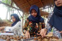 Mata uang di Pasar Lodra Jaya Banjarnegara (Uje Hartono/detikTravel)
