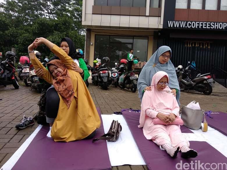 Fisioterapi gratis ini diadakan oleh Ikatan Fisioterapi Indonesia (IFI) Cabang Kota Depok. (Foto: Widiya Wiyanti/detikHealth)