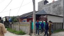 Polisi Amankan 2 Pekerja di Pabrik Oplosan Oli Palsu di Bekasi