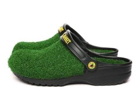 Crocs 'rumput' seharga Rp 800 ribuan.