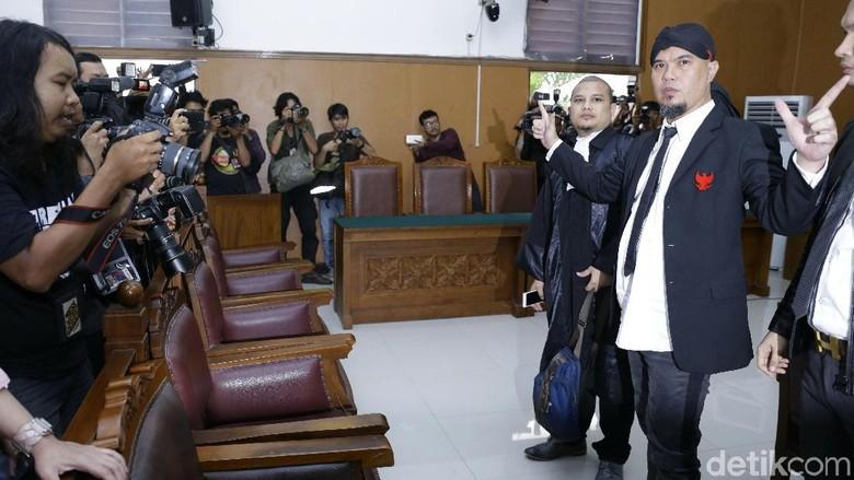 Ahmad Dhani dan Petuah Amien Rais untuk Catat Kejanggalan
