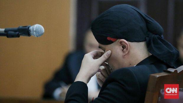 Politikus Partai Gerindra Ahmad Dhani divonis 1,6 tahun penjara terkait pelanggaran UU ITE.