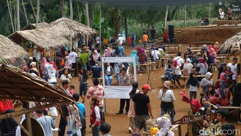 Foto: Pasar Lodra Jaya di tengah hutan Banjarnegara (Uje Hartono/detikTravel)