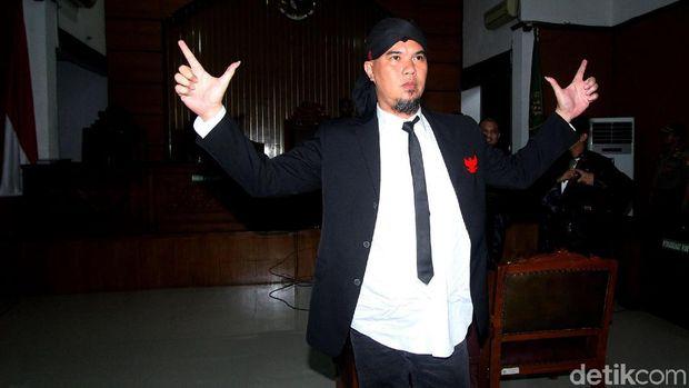 Elektabilitas Jokowi Dibawa-bawa Pasca Ahmad Dhani Dibui