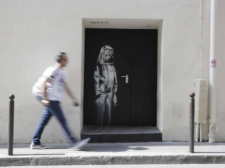 Mural Banksy di Teater Bataclan Paris Dicuri  Foto: Getty Images