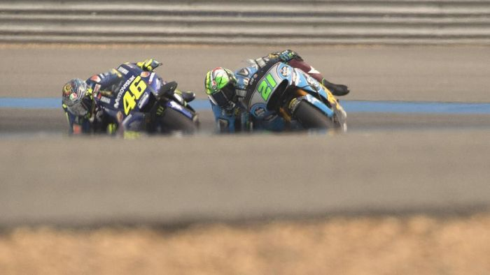 BURI RAM, THAILAND - FEBRUARY 18:  Franco Morbidelli of Italy and EG 00 Marc VDS leads Valentino Rossi of Italy and Movistar Yamaha MotoGP during the MotoGP Tests In Thailand on February 18, 2018 in Buri Ram, Thailand.  (Photo by Mirco Lazzari gp/Getty Images)