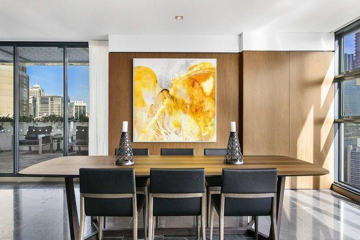Wanita berumur 24 tahun yang terkenal sebagai Milk Tea Sister ini membeli apartemen 3 lantai tersebut pada 2015 lalu seharga AU$ 16,2 juta. Michael Lowdon/Mansion Global.