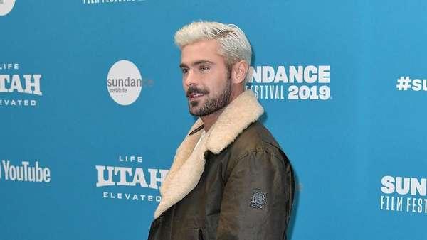 Zac Efron Pamer Rambut Baru, Makin Kece?