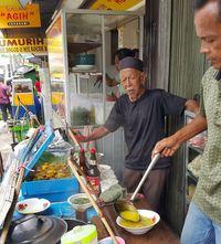 Mencicip Soto Kuning Paling Enak yang Hangat di Kota Hujan