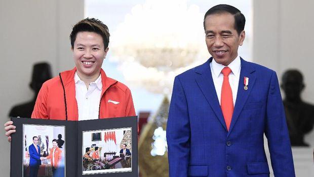 Liliyana Natsir bertemu Presiden RI Joko Widodo.