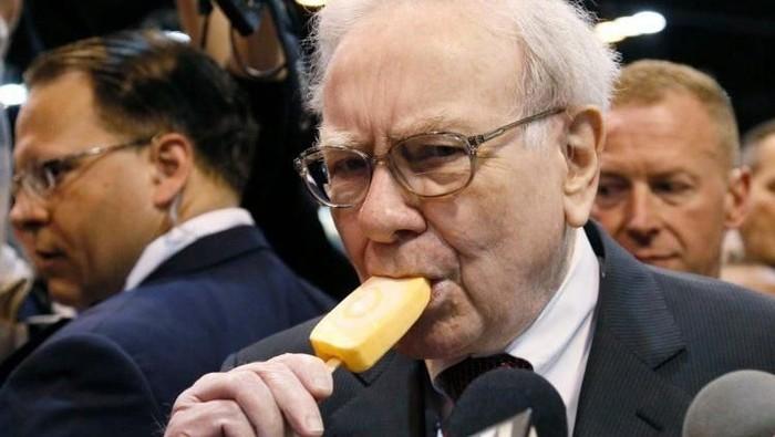 Warren Buffett tercatat sebagai salah satu orang terkaya di dunia dengan kekayaan US$ 84 miliar atau Rp 1.232 triliun. Meski kaya raya, gaya hidupnya sederhana.