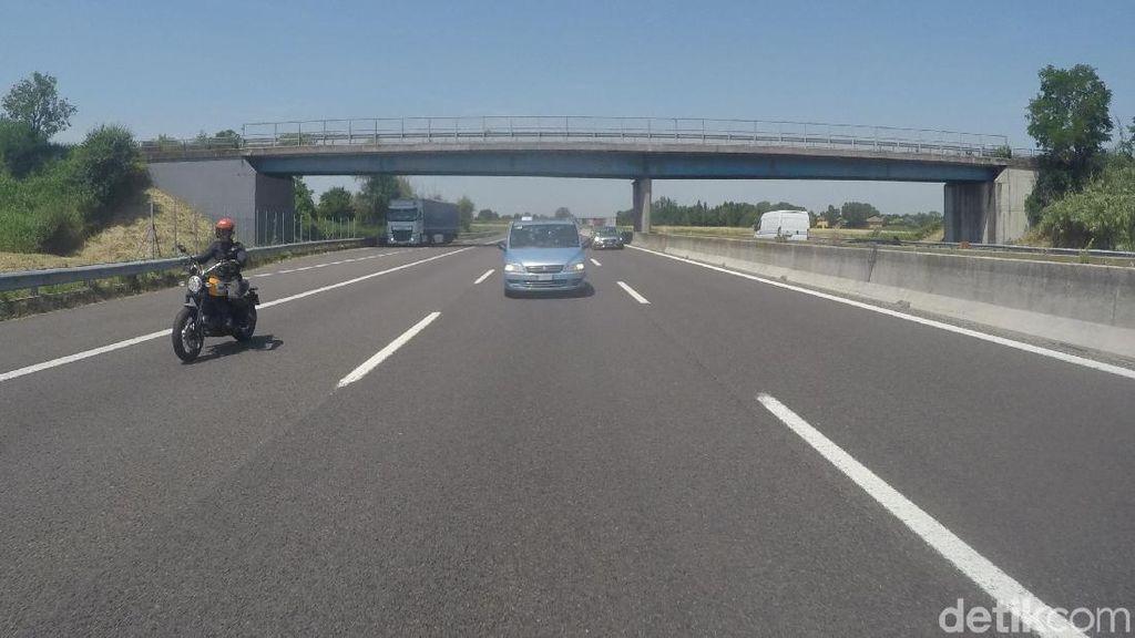 Masyarakat Ingin Ada Pembatas Motor di Jalan Tol, seperti Jalur Busway