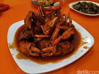 Santai Malam 1001 : Nikmatnya Kepiting Saus Padang dan Keong Nenek yang Pedas Nendang