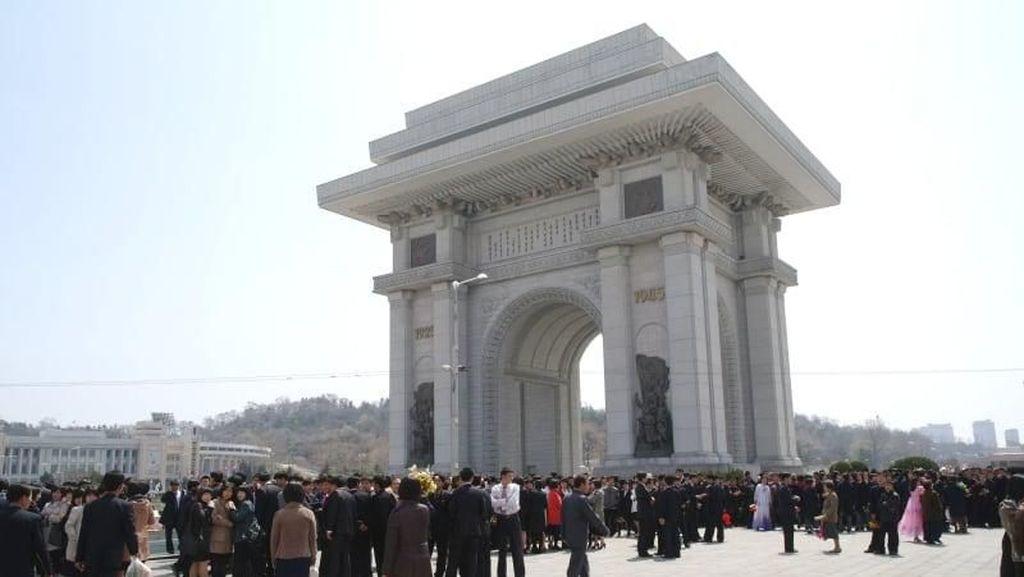Bukan di Paris, Ini Monumen di Korea Utara