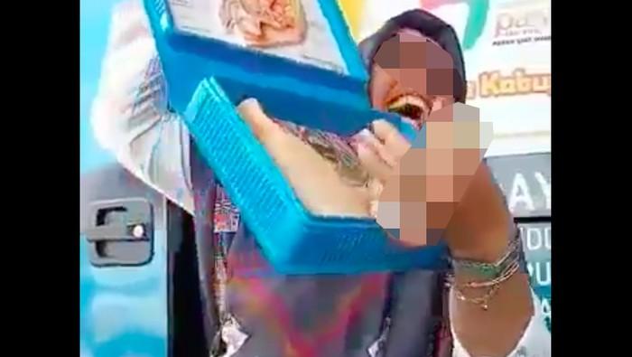 Video penyuluhan KB yang menjadi viral. Foto: screenshot