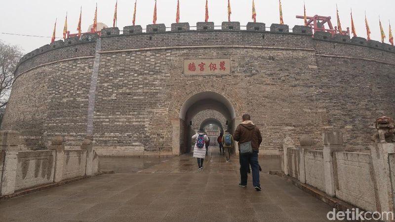 Di Kota Qufu, Provinsi Shandong, China inilah tempat filsuf agung Konfusius mengajar pemahaman Konghucu. Semua orang dari daratan China datang berguru. (Bonauli/detikTravel)