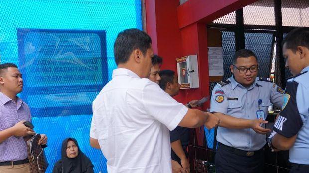 Habiborokhman berniat memberi bantuan hukum kepada Ahmad Dhani.