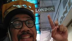 Ada-ada saja unggahan di akun Instagram Uyung Aria. Ia membagikan momen di mana ia bersepeda dari Semarang ke Paris. Lihat ekspresinya yang bikin ngakak.