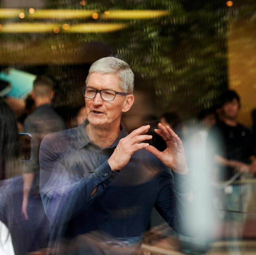 Donald Trump Puji CEO Apple, Sindir Bos Teknologi Lain