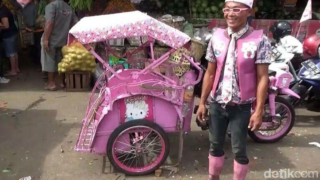 Serba Pink, Becak di Tasikmalaya ini Nyentrik Banget