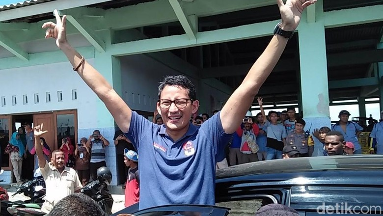 Saat Sandiaga Santai Meski Disoraki Pro-Jokowi