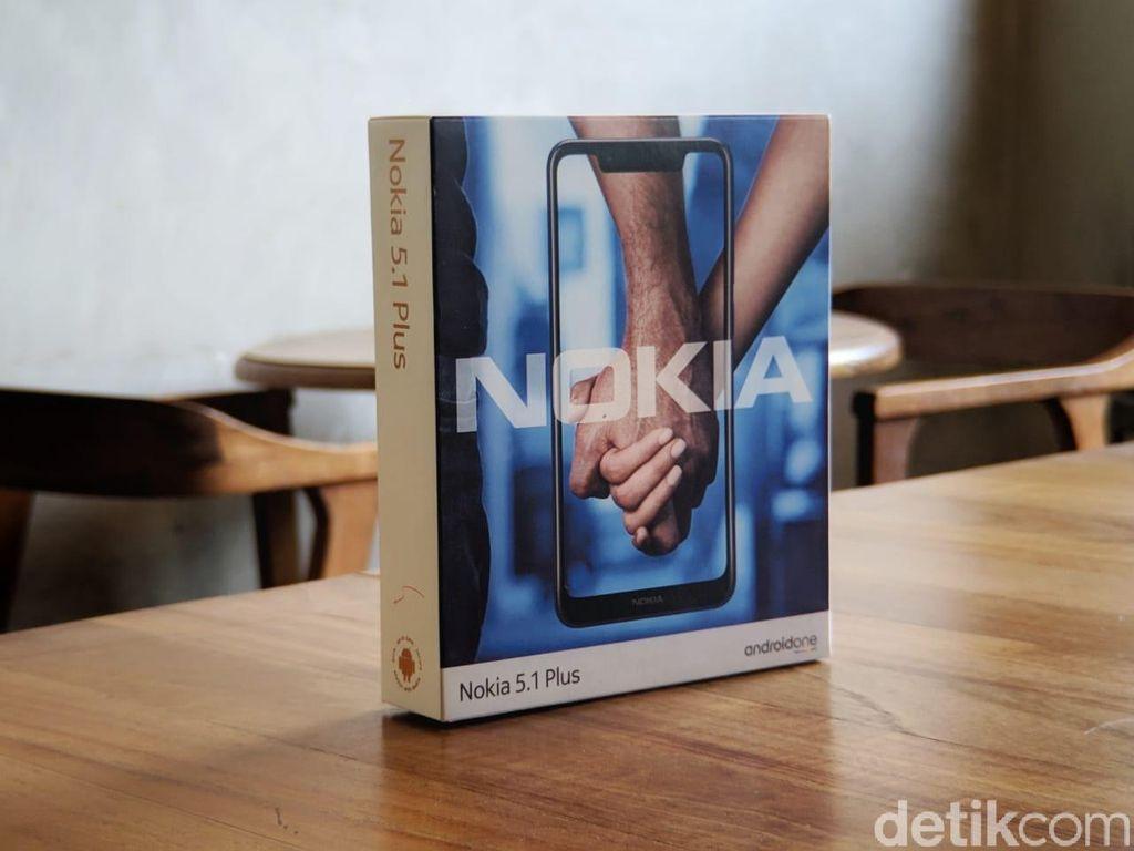 Nokia 5.1 Plus yang diunboxing kali ini berwarna biru. (Foto: detikINET/Adi Fida Rahman)