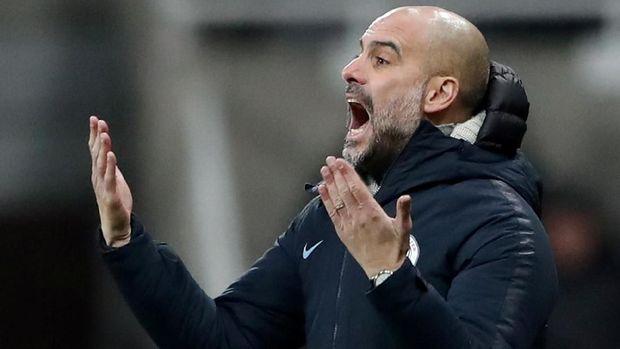 Pep Guardiola tak menganggap perburuan gelar Liga Inggris hanya tinggal menyisakan Liverpool lawan Manchester City.
