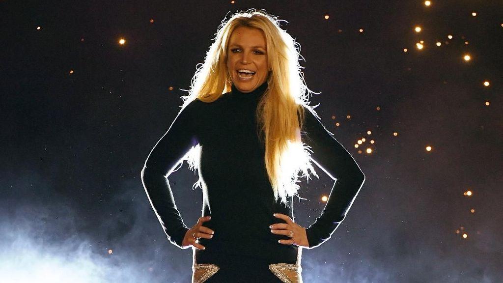 Selfie di Kamar Mandi, Britney Spears Ketahuan Edit Foto Agar Lebih Langsing