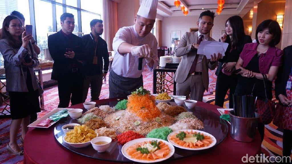 Yee Sang, Nian Gao dan Yum Cha Spesial Disajikan di Resto Berbintang Ini