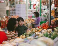 Ke Pasar Gede Solo, Andien dan Ippe Cicip Cabuk Rambak Hingga Lenjongan