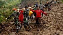 Tim SAR Terus Cari Korban Banjir dan Tanah Longsor di Sulsel