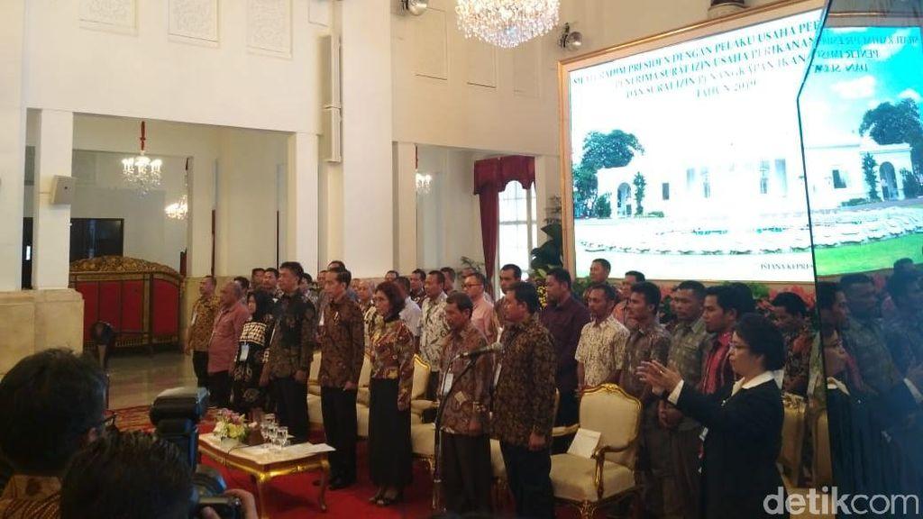 Jokowi Serahkan 1.000 Izin Tangkap Ikan di Istana