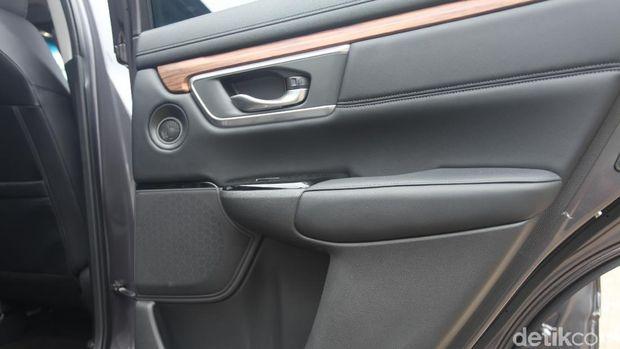 Panel kayu di pintu Honda CR-V