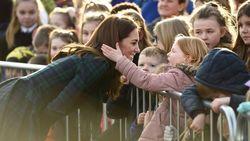 Reaksi Manis Kate Middleton Saat Seorang Anak Sentuh Rambutnya