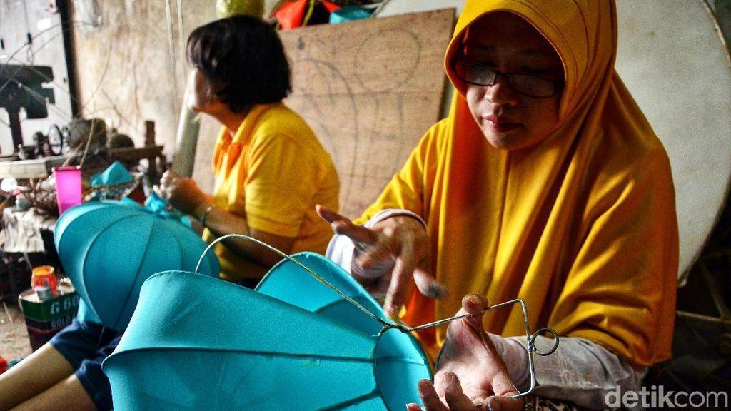 Penjualan Lampion Meningkat Jelang Imlek