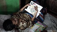 34 Tahun Mengajar Sambil Berbaring, Mbah Un Hibur Murid dengan Wayang