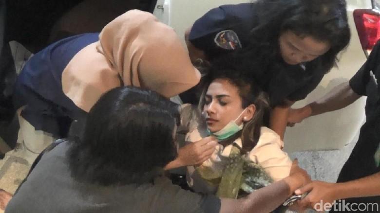 Penampakan Vanessa Angel Saat Pingsan di Polda Jatim