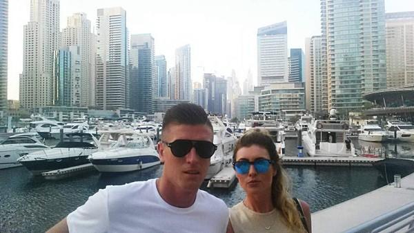 Piatek menikmati suasana Dubai Marina bersama pacarnya (Instagram/pjona_9)