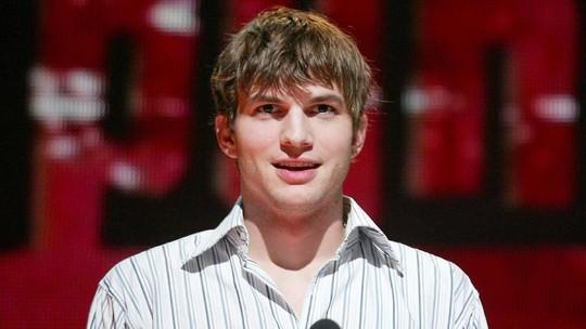 Sstt..Ashton Kutcher Lagi Galau Nih?
