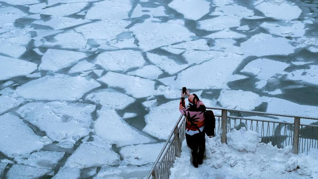 Ribuan Penerbangan di AS Dibatalkan Gara-gara Cuaca Ekstrem