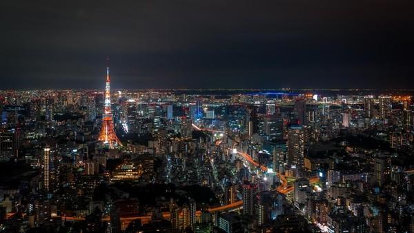Kamu yang suka dunia malam, bisa nih berkunjung ke Roppongi, dimana kawasan ini dikenal sebagai distrik kehidupan malam paling populer di Tokyo. Di sini menawarkan beragam bar, restoran, dan klub malam untuk orang asing. Foto: Shutterstock.