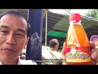 Jokowi 'Jualan' Telur Asin dan Rempeyek Daun Mangrove di Bekasi