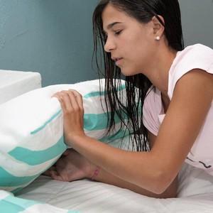 Suka Keramas Sebelum Tidur? Bantal Ini Dibuat Khusus untuk Rambut Basah