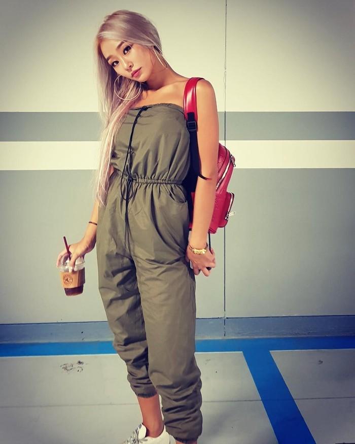 Memiliki nama lengkap Kim Hyo Jung, Hyolyn sudah debut di dunia K-pop sejak tahun 2010. Wanita yang memiliki suara indah ini, kerap membagikan momen kulinerannya di akun Instagram miliknya. Foto: Instagram @xhyolynx