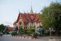 Megahnya Vihara Terbesar di Phuket
